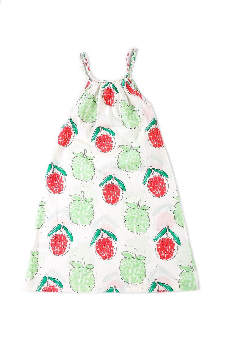 """Μακρύ φόρεμα μπόχοαπό 100% οργανικό βαμβάκι.  Με άνοιγμα στα πλαϊνά για εύκολο περπάτημα.  Επιπλέον στο πλάι έχει μια σειρά από κουμπάκια  για να κάνουν το ντύσιμο πιο εύκολο.  Από την καλοκαιρινή συλλογή """"Kiyoko in Hanoi"""" τηςNadadelazos."""