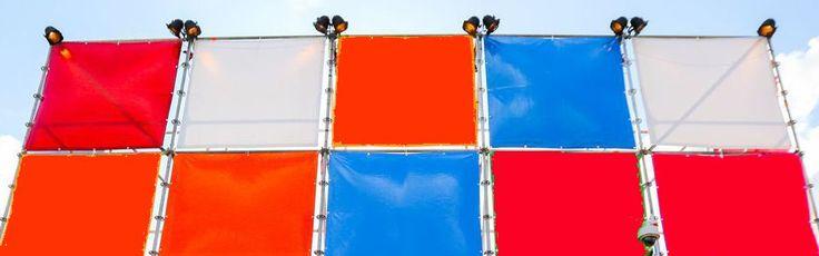 Doeken voor layher torens (podium decoratie) in de kleuren oranje, rood, wit en blauw.