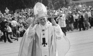 Dziś mija 10 rocznica śmierci Jana Pawła II – przypominamy pierwszą pielgrzymkę do Warszawy