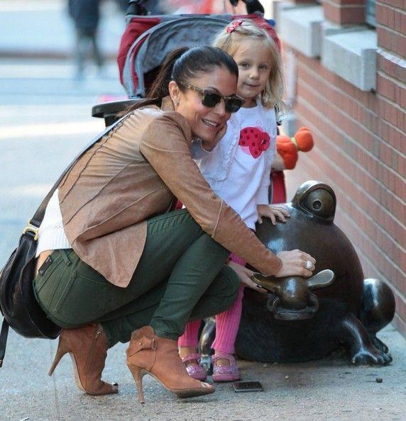 Bethenny Frankel - Bethenny Frankel Takes Her Daughter for a Stroll — Part 2