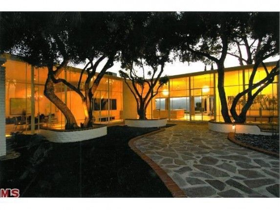 Used for Rat Pack parties and a rendezvous site for JFK and Marilyn. But love that modern design.