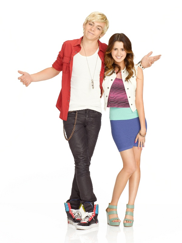 Da esquerda p/ direita: Ross Lynch e Laura Marano, que interpretam Austin e Ally, respectivamente.