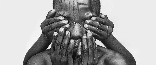 Nijeryalı sanatçının gerçeküstü resimleri