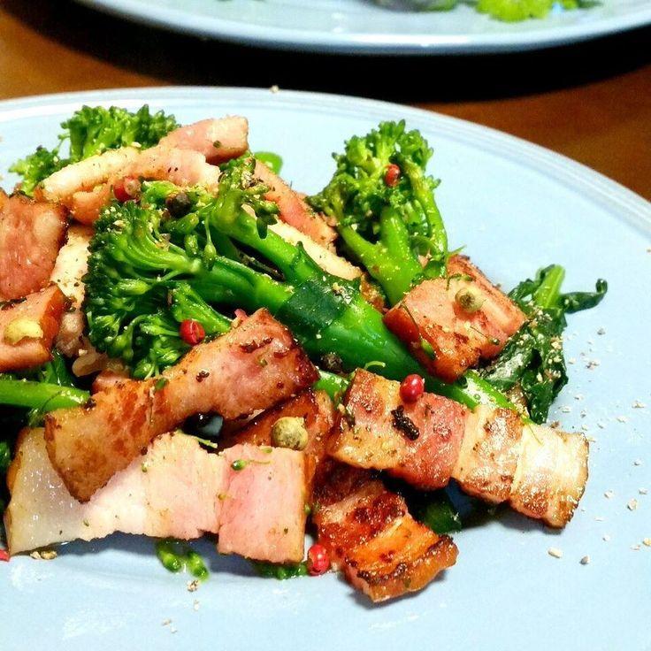 ふりるさんのお料理スティックセニョールとベーコンのペッパー炒め アスパラとブロッコリーを掛け合わせた野菜らしい #snapdish #foodstagram #instafood #food #homemade #cooking #japanesefood #料理 #手料理 #ごはん #おうちごはん #テーブルコーディネート #器 #お洒落 #ていねいな暮らし #暮らし #食卓 #フォトジェ #スティックセニョール #ベーコン #野菜 #アスパラ #ブロッコリー #やさい https://snapdish.co/d/TKTHaa