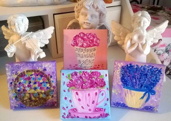 """Lot de 4 peintures acryliques """"Poésie florale"""" sur mini toiles de coton. La poésie aux couleurs vives et joyeuses. Les dimensions des tableaux: 7 cm * 7 cm * 1 cm. Prêts à accrocher."""