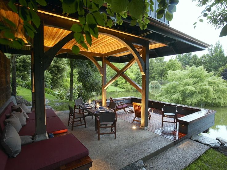 A cantilevered deck completes the outdoor entertaining area for this guest suite.