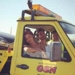 Belen Rodriguez e Stefano De Martino raggiungono la Puglia sul carro attrezzi