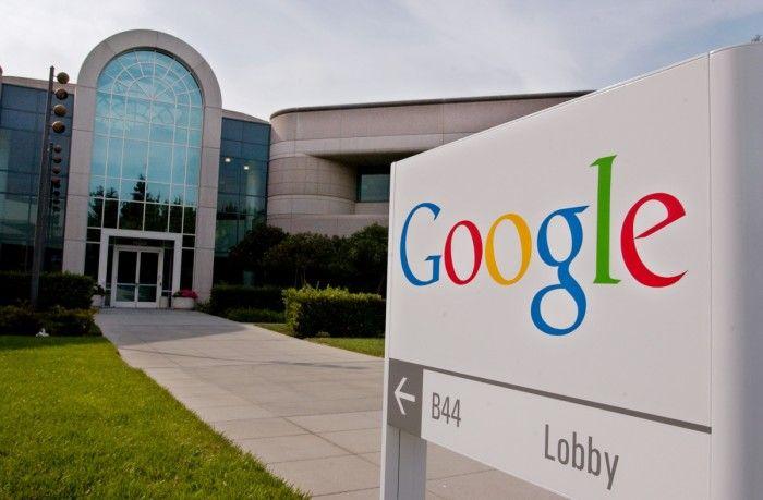 """Lacompañía estadounidense Google, utilizará usuarios y evaluadores como observadores, para los resultados de su motor de búsqueda para introducir mejoras en su algoritmo y frenar las noticias falsas que abundan en la red. Así lo dio a conocer el vicepresidente de Ingeniería de Google, Ben Gomes, ya que lo considera un gran problema, """"Parece ser …"""