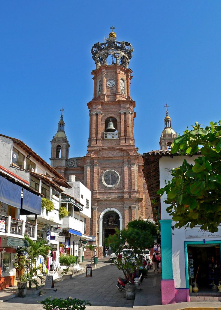 A view of the Parrish from the main square in downtown Puerto Vallarta http://www.puertovallarta.net/what_to_do/down_town.php