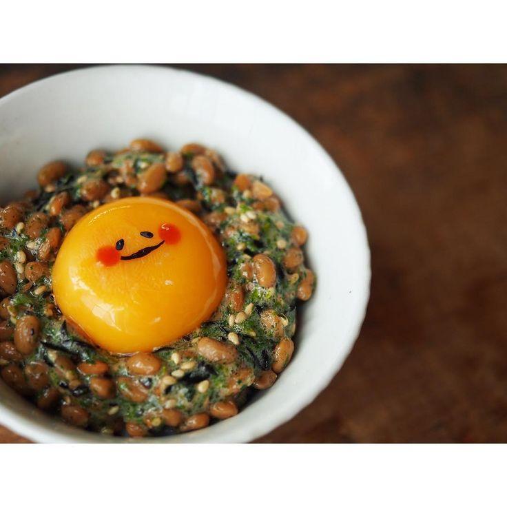 本日の#スマイルなったま  なんだかぐでたまのような顔になってしまいました。 明日はもっと寄せていこう。  最近少しずつですが#スマイルなったま タグ使ってくれる方がいらして私は嬉しいです 広がれ笑顔の輪ーーー(泣いてた奴が言う)  #朝ごはん #おうちごはん#納豆ご飯#なったまごはん#納豆#卵#ヘルシー#breakfast#rice#foodpic#smileegg#スマイルエッグ#スマイルなったま #natto#nattorice#healthy#日本人なら米を食え#パンキチの戯言 #卵かけご飯#egg#管理栄養士#dietitian#スマイル#smile#happy#KAUMO#dietitian#japanesefood#ぐでたま#なめこ