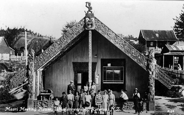 Postcard Maori Meeting House Whakarewarewa - what date?