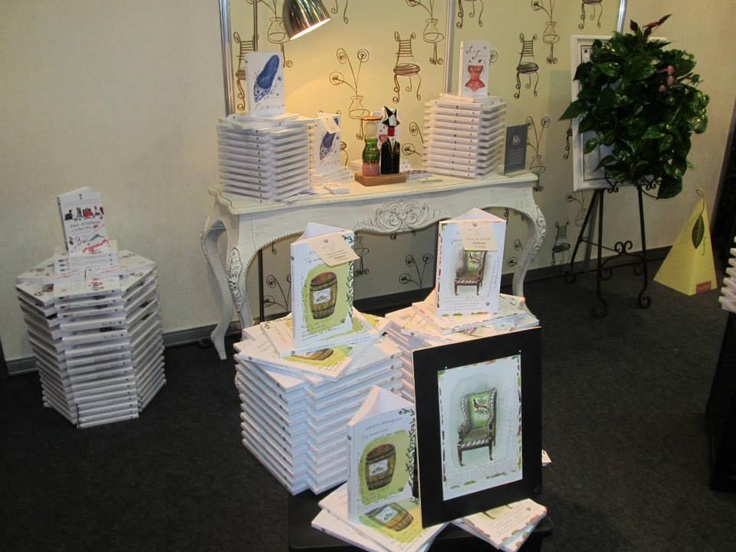Stand la Bookfest cu tablou vegetal