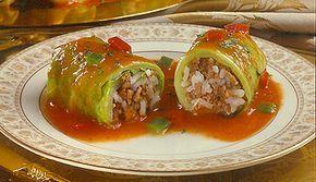 Charutos de repolho recheados com carne moída e arroz e cozidos em molho a base de Caldo MAGGI® de Legumes