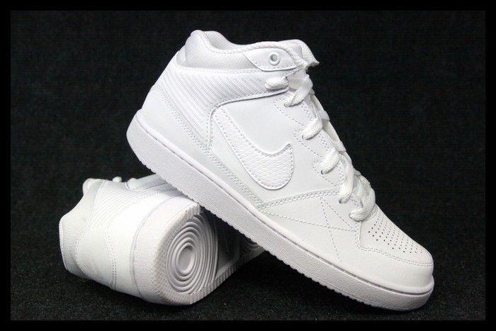 Sie sind sehr komfortabel und leicht zum #Fuß ideal für alltäglisch. Die #Nike Priority Mid Schuhe verfügen über ein materialgemischstes #Oberleder, eine gepolsterte Ferse und durchlochte Spitze für den perfekten #Komfort.  Die #Schuhe sind das #Produkt einer renommierten polnischen Unternehmen.