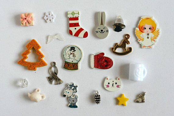 Christmas theme trinkets in white colors for I Spy bag, I spy bottle and other games or crafts. This set created with mix of charms, beads, buttons and miniatures.  QUANTITY: 20 trinkets MATERIALS: Plastic, resin, alloy, wood SIZE: 1-3 cm (3/8- 1 inch)  SHIPPING Ships from Israel with