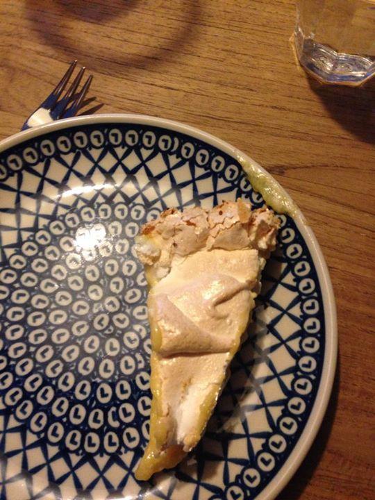 Nog nét op tijd voor de foto: de citroenmeringuetaart uit Handboek Oven, gebakken door Marloek.