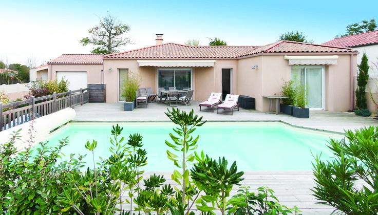 Architecture traditionnelle - Piscine - Terrasse - Jardin - Réalisation Maisons d'en France Atlantique