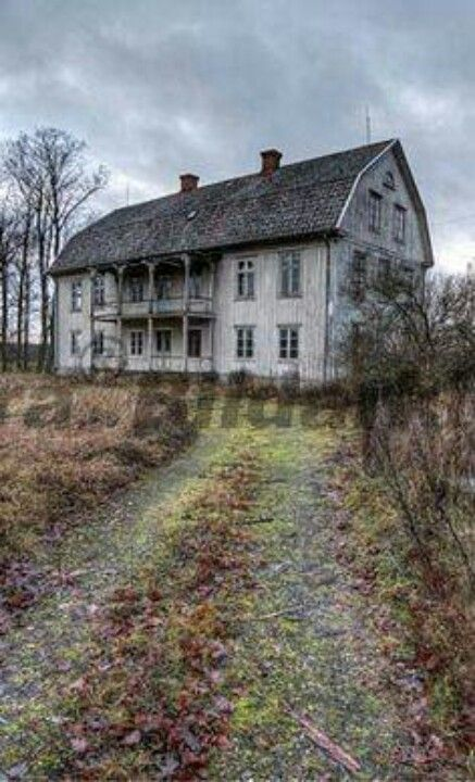 SUCH A LOVELY OLD HOME......ABANDONED.........ccp