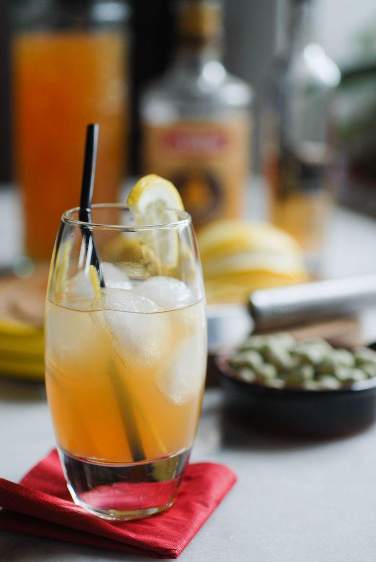 J'ai été invitée à déguster des cocktails au Gravity Bar à Paris.   Des cocktails à base de Pineau de Charente.  Ce bar à cocktails a une déco scandinave.  On entend le bruit du shaker depuis la rue...   Du coup, on se dit que ça ne peut qu'être sympa comme endroit.   #cocktail #gingembre #pineau des charente #pineaucillin #recette #rhum #shrub de pomme #zeste d'orange