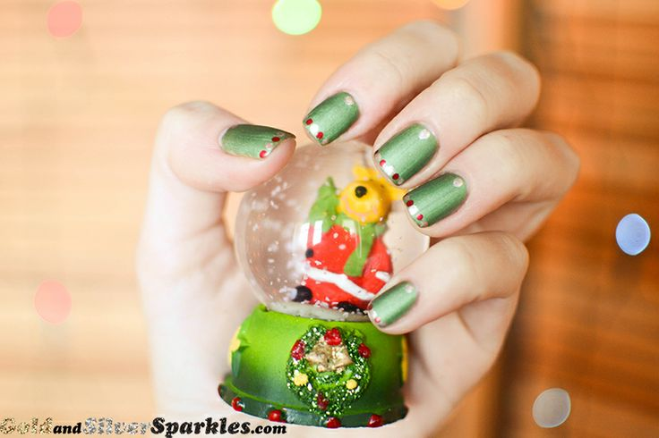 Christmas Lights http://www.goldandsilversparkles.com/2013/12/christmas-lights.html #christmas #christmaslights #bblogger #beautyblogger #nails #gold #mattenailpolish #green #red #holiday #holidaynails #christmasnails