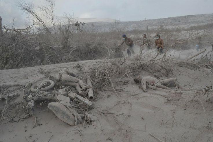 foto-foto letusan gunung berapi sinabung di sumatra utara masuk ke media mashable.com
