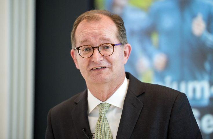 Nachricht: Jobkahlschlag: Commerzbank streicht 9600 Stellen - http://ift.tt/2dweAQ0 #news