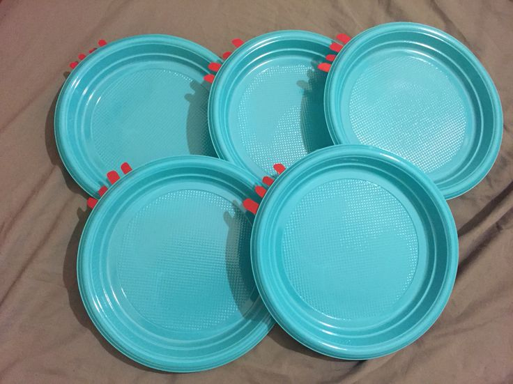 DIY Iggle Piggle plates. Perfect for 'In the night garden' themed parties.