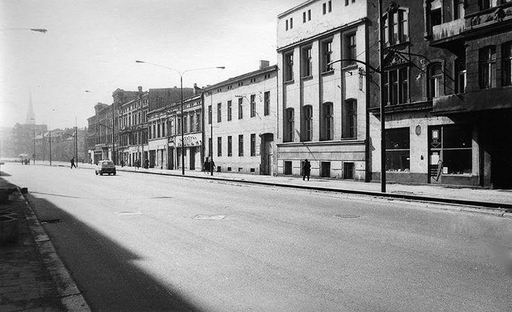 rok 1973; w międzyczasie kamienice wyburzono, a tramwaj zlikwidowano