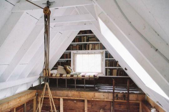 beamed bedroom  mezzanine bedroom  cozy  u0418 u0434 u0435 u0438  u0434 u043b u044f  u0434 u043e u043c u0430 bookshelves ideas small spaces Small Space Solutions