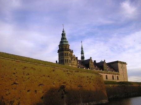 Castelo de Hamlet na Dinamarca, super lindo.  Dicas de como chegar e o que fazer em Copenhague no blog planningmytravels