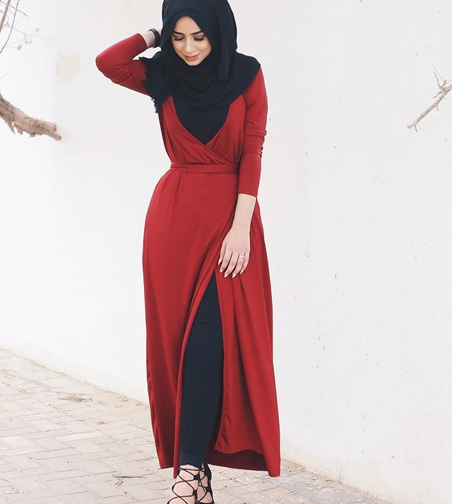 Red kinda day ❤️ wrap dress from @dubaicloset                                                                                                                                                      More