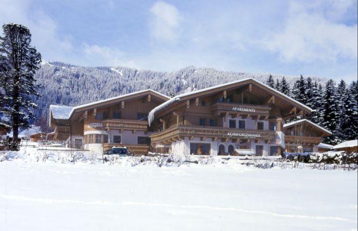 Iarna 2016-2017 in 4* Apartamente Rosengartl, Krimml Locatie: #Krimml - In parcul national din regiunea Krimml/Hochkrimml in apropierea celei mai inalte cascade din Europa, la cca. 1067 m altitudine, un adevarat highlight turistic care intregeste frumusetea acestei regiuni. Regiunea de ski #Gerlos #ZillertalArena: platoul Gerlos se afla la circa 8 km departate, intre 1250-2500 m altitudine, 139 km de partii, 18 ski-lift, 22 de telescaune....