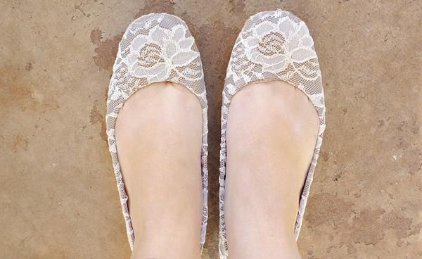DIY Shoes Refashion: DIY Shoe Makeover: Graceful Lace Flats
