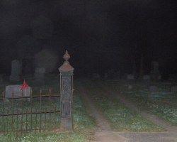 O cemitério assombrado de Easton, Connecticut