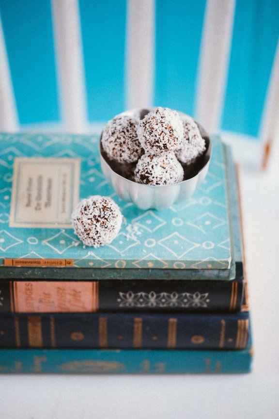 Zuckerzimtundliebe Rezept für Chokladbollar Schwedische Schokoladenkugeln Schokoladenkonfekt Konfekt Recipe swedish chocolate balls Kokosnus...