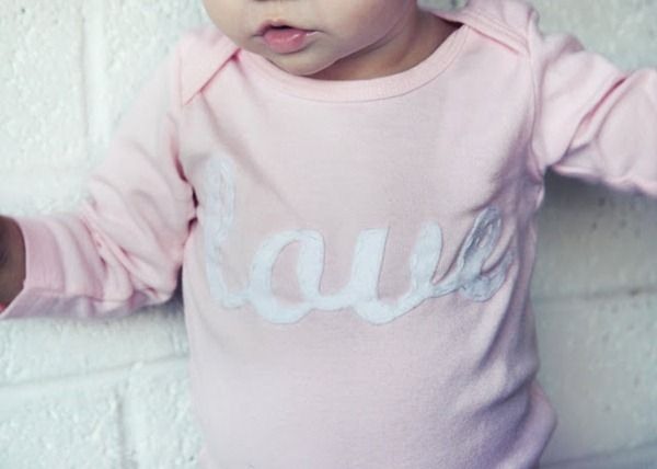 DIY felt appliqued shirts: Diy Appliques, Kids Parties, Shirts Ideas, Gifts Ideas, Baby Gifts, Cute Ideas, Felt Diy, Baby Prints, Felt Appliques