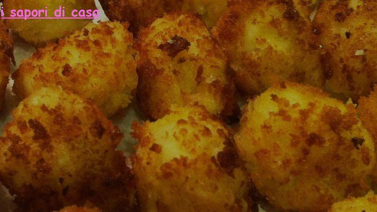 Crocchette di patate al forno con cuore filante di scamorza e prosciutto cotto
