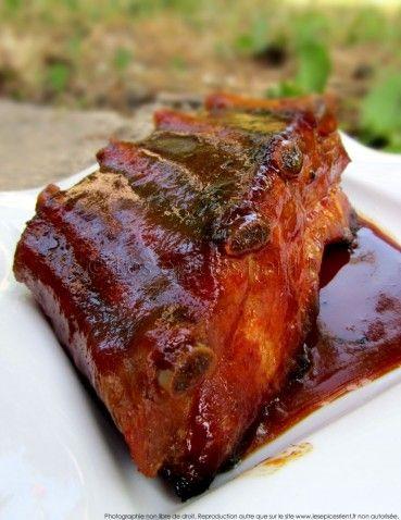 Ribs crousti-moelleux laqués avec une sauce aux épices et sirop d'érable {cuisson basse température}