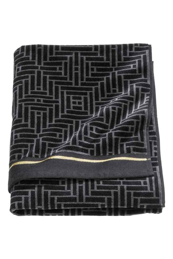 Jacquard-weave bath towel: Jacquard-weave bath towel with a velour front, cotton terry back and gold-coloured stripes. Hangers on the short sides.