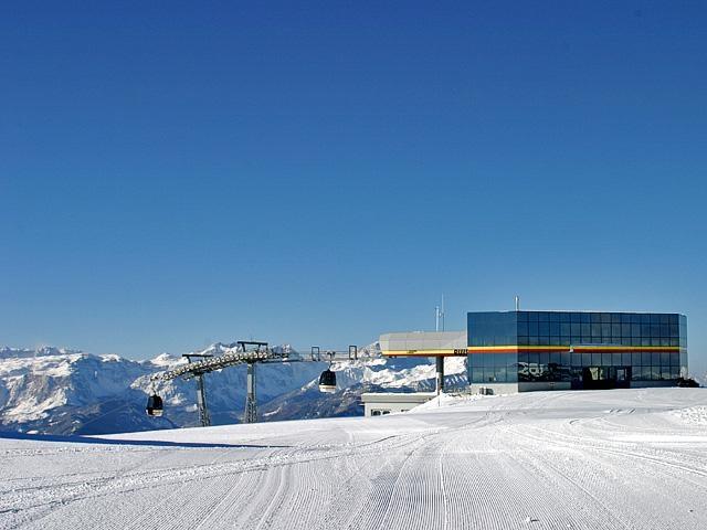 Ski area Kronplatz - nr. 1 in South Tyrol   Skigebiet Kronplatz - Nr. 1 in Südtirol   Stazione sciistica Plan de Corones - nr. 1 in Alto Adige
