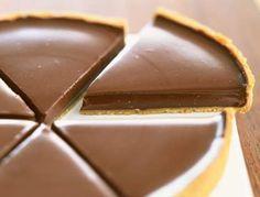 La recette de la tarte au chocolat de Frédéric Anton pastafrolla - 20 min a 180°. 50g latte 12g burro 120g panna liquida 2 uova 15min a forno spento, effetto budino, teglia 20cm diametro