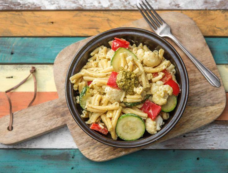 Romige pasta pesto met groente en kruidenroomkaas