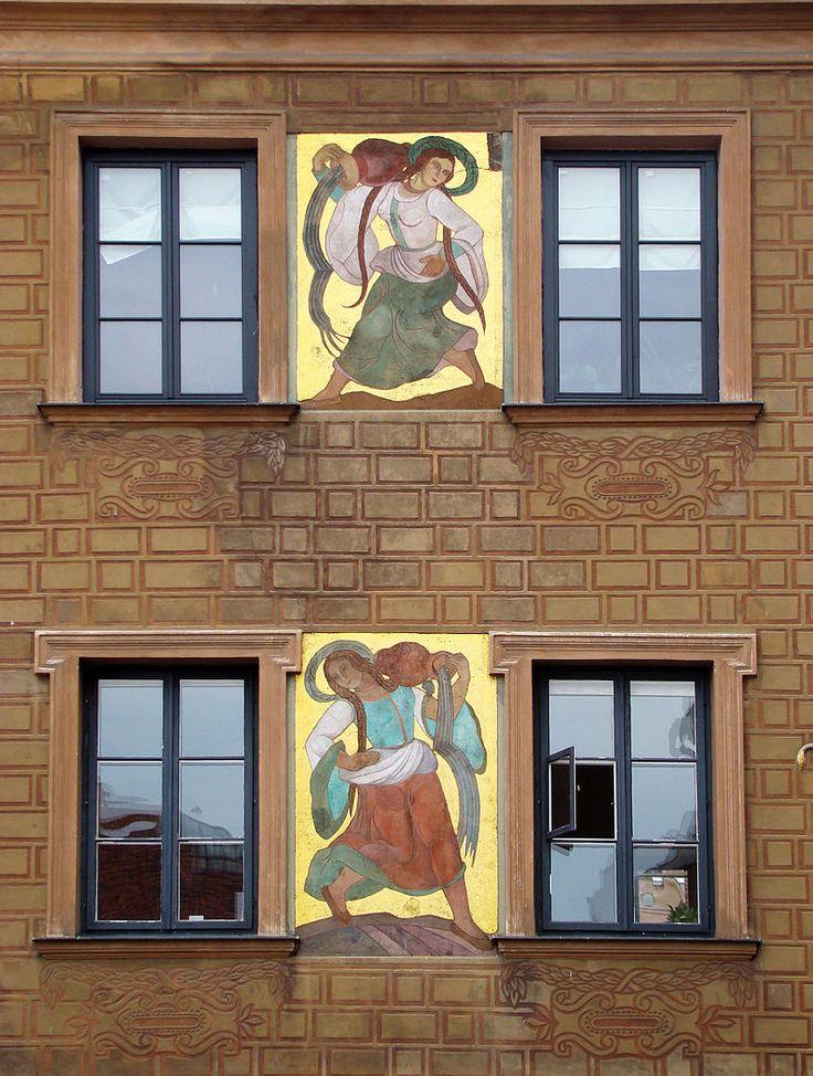 Warszawa Stare Miasto, prace Zofii Stryjeńskiej na fasadzie kamienicy Zofia Stryjeńska