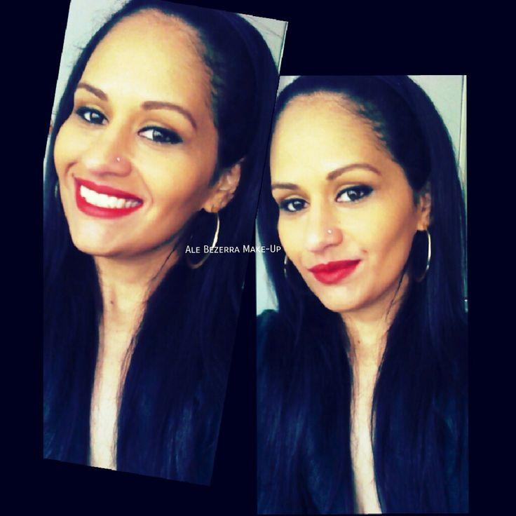Batom vermelho é um clássico que nunca sai de moda e deixa qualquer maquiagem poderosa! #makeclássica #agendeseuhorário #batom #vermelho #redlip #delineado #makeup #maquiando #beauty #makebrasil #curte #maquiadora