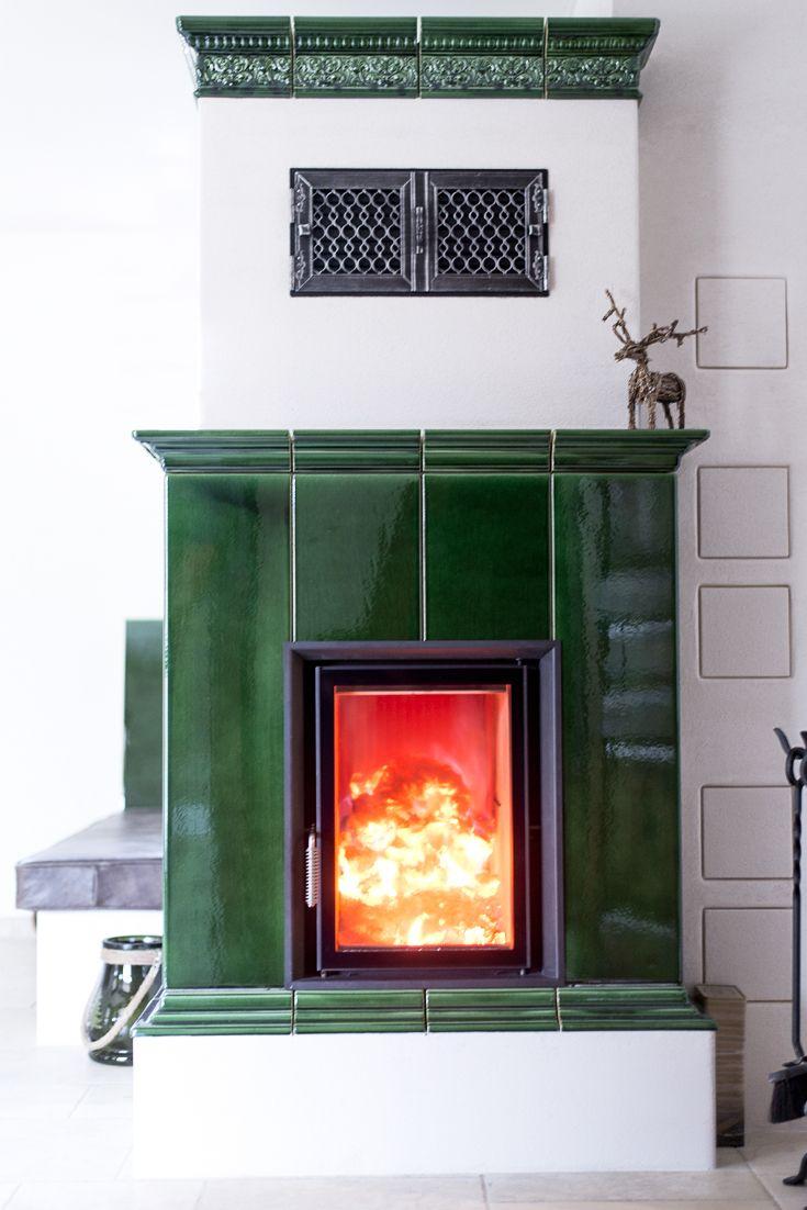 Definiert die KACHEL ganz neu: ein moderner Kachelofen in traditioneller Form, mit neuartigen Materialien, hochwertig verarbeitet. Da macht der Winter Spaß.