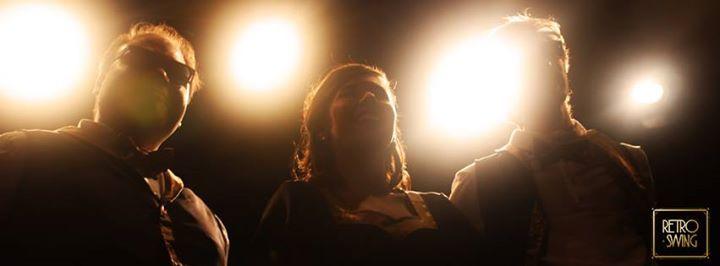 """Retro Swing - Espectáculo de Humor - Teatro """"Las Sillas"""" Daisy, Ricky y Tommy se reúnen noche a noche en el bar más oscuro de la parte sur de la ciudad. Lugar donde maleantes y apostadores de poca monta ex... http://sientemendoza.com/event/retro-swing-espectaculo-de-humor-teatro-las-sillas/"""