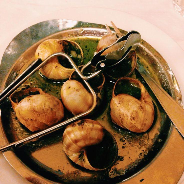 Escargot in Paris 🇫🇷😋 #delicious #food #france #vacation #vivelafrance #jadore #jaime #escargot #paris #comida #amo #life #instafood #instagood #caracoles #braziliangirl #like #adoro