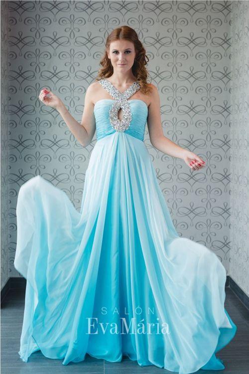 Dúhové šaty na reprezentačný ples