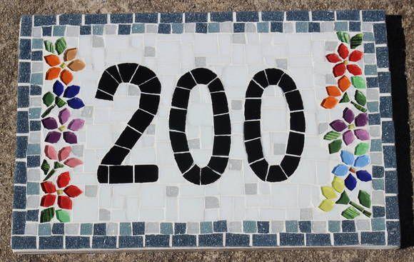 Numero em Mosaico, feito em placa de fibro cimento material usado para exterior, revestido com pastilhas de vidro, flores em pastilha cristal. A borda pode ser feita na cor de preferencia R$ 150,00