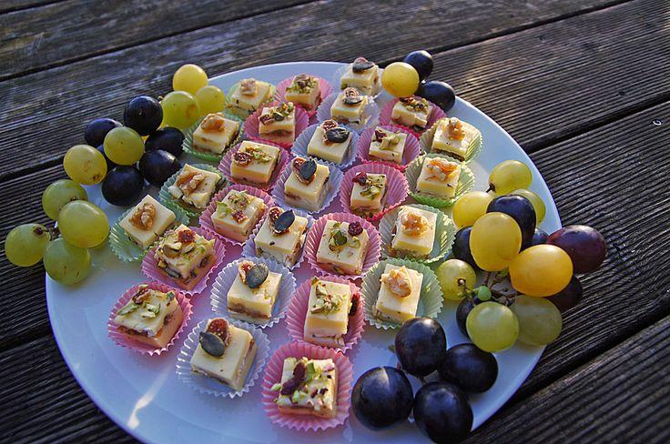 Käsepralinen - Butterkäse mit Brie und Nüssen, ein sehr leckeres Rezept aus der Kategorie Raffiniert & preiswert. Bewertungen: 13. Durchschnitt: Ø 4,1.
